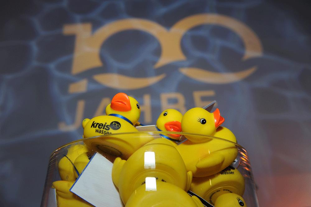 Kreis Wasser Event Identity Enten Aktion 100 Jahr Jubilaeum