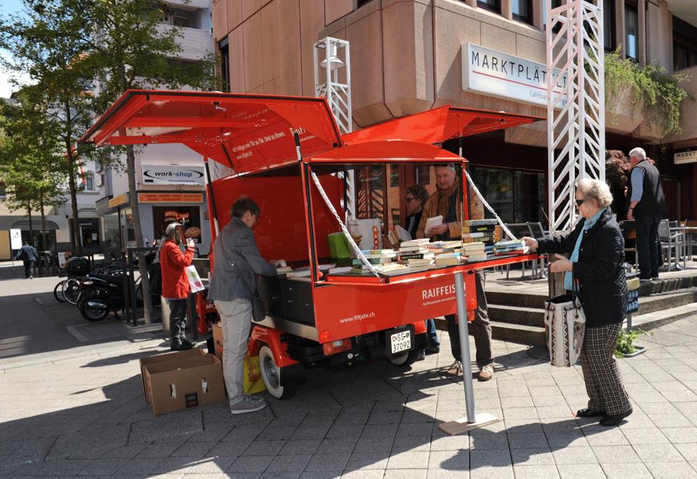 Mosaik Agentur Jubiläumsanlass für die Raiffeisenbank Büchersammelaktion